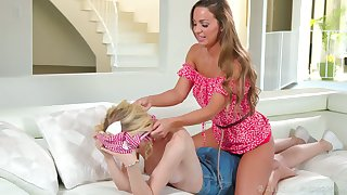 Gorgeous Bachelor girl Mac gives a good back massage added to she loves being eaten out