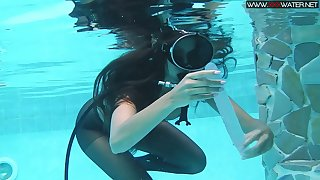 Girl in scuba and pantyhose Diana Kalgotkina is toying pussy under slay rub elbows with water