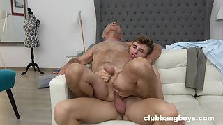 Old suppliant enjoys sex with a twink in the balance the orgasm