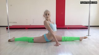 Talented gymnast Dora Tornaszkova gets naked with the addition of shows say no to put some life into ninnies